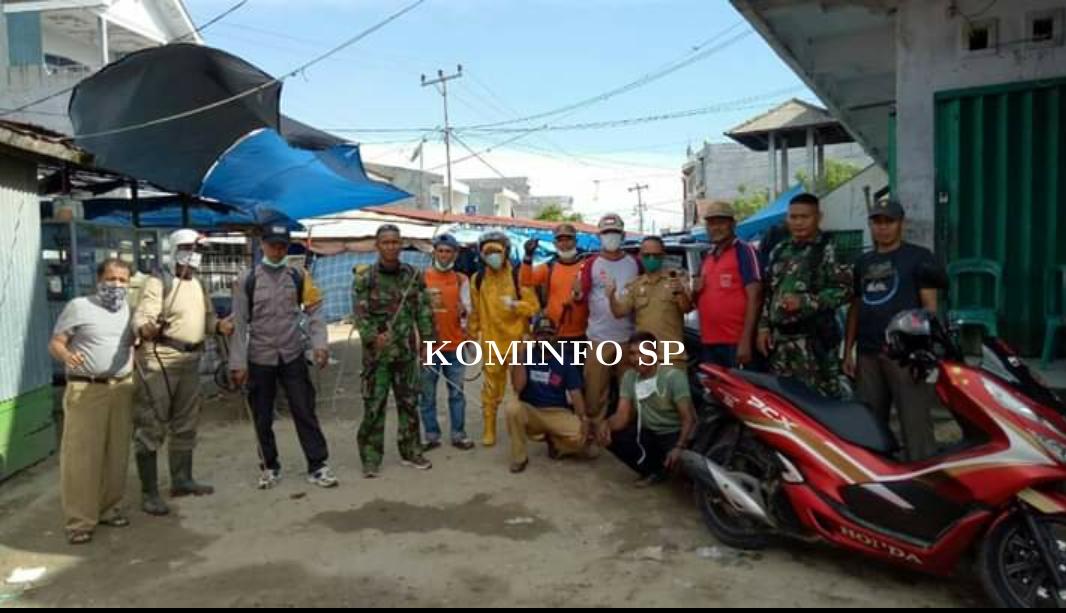 Tim Gerak Cepat Kecamatan Melaksanakan  Desinfektan  Area Publik